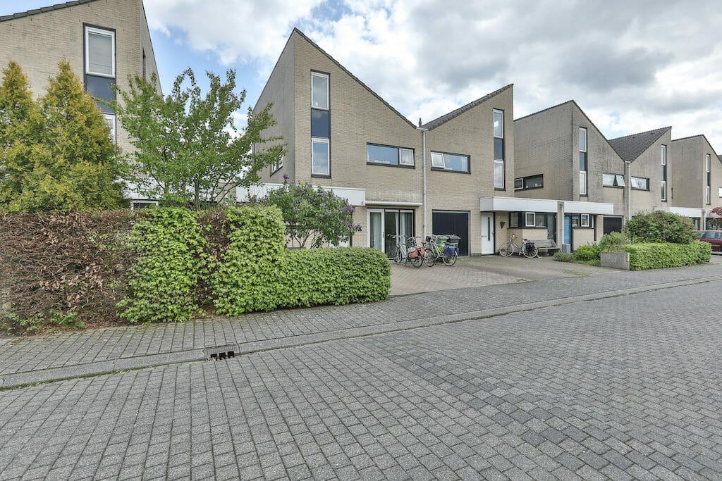 prachtig zeer goed onderhouden gezinshuis in Groningen Zuid met 5 ...